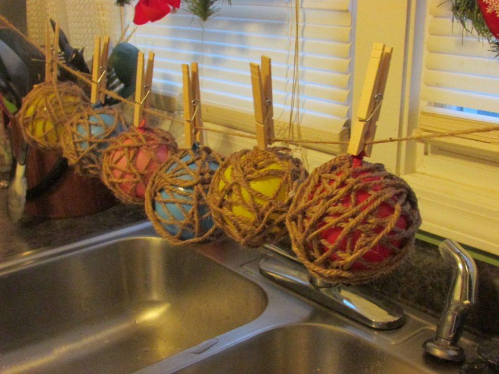 DIY christmas, DIY christmas crafts, christmas crafts kids, christmas ornaments, christmas ornaments homemade, homemade, ornaments, twine ornaments