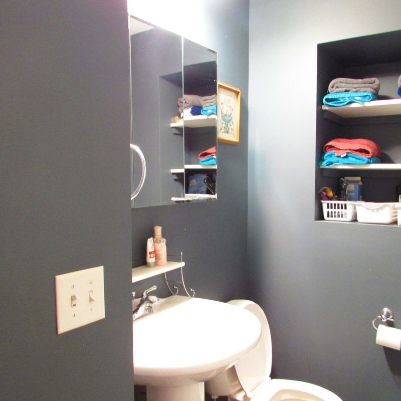 small bathroom before makeover