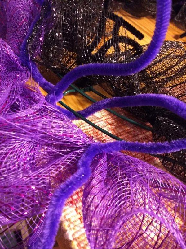 Deco Mesh Halloween Wreath Deco Mesh Attach the Second Row